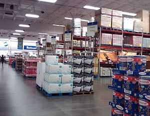 English: Interior of a Sam's Club in California.